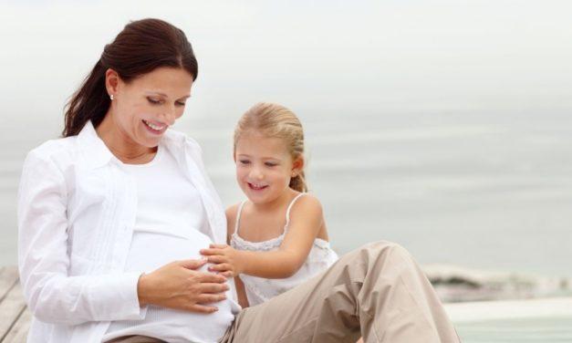 Annoncer sa grossesse en famille recomposée, mode d'emploi !